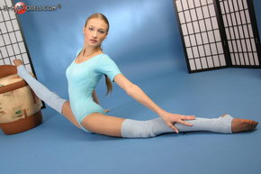 young femal dancers nude