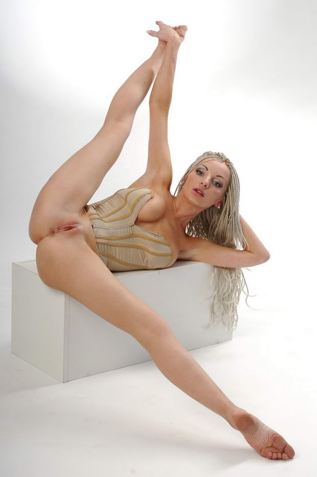 flexible women nude pictures