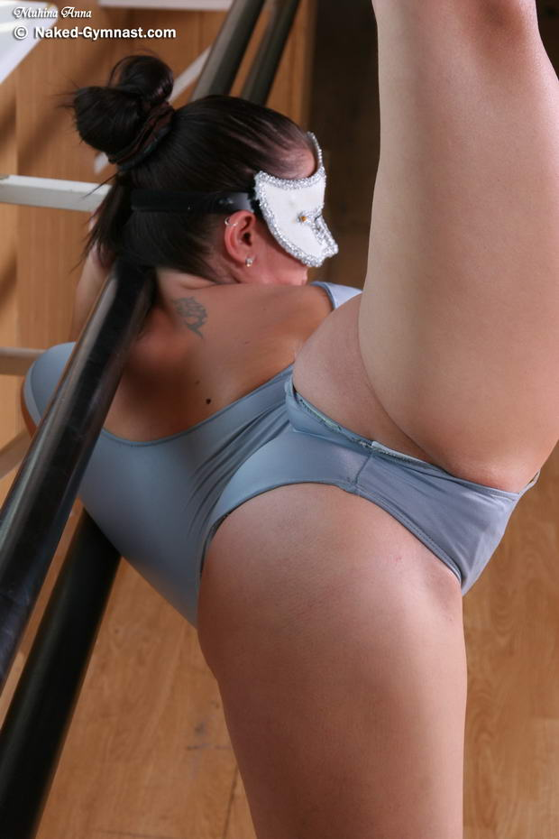 Flexi gymnast fucked by her workout coach 1